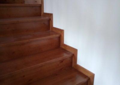 Escalera entre paredes