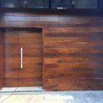 Puerta de entrada madera iroco