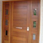 Puerta de entrada madera a medida