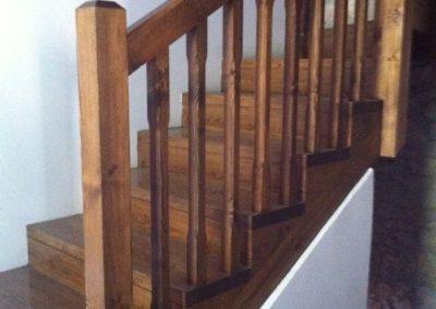 Escalera de madera estilo rustico