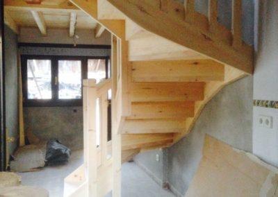 Escalera de pino casa de campo