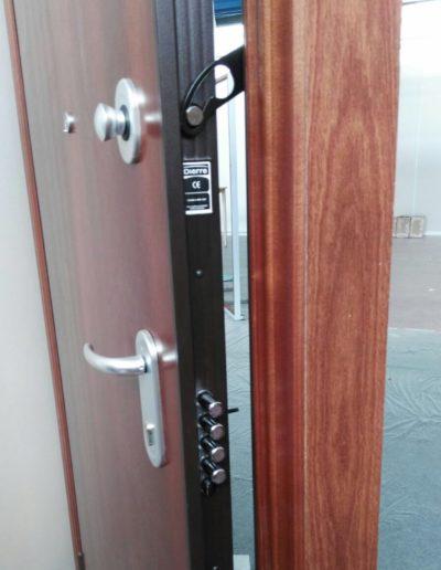 puerta-acorazada-abierta_Puertas-Lis